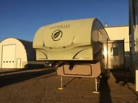 2011 30 Foot Evergreen Everlite fifth wheel Half Ton Haulable