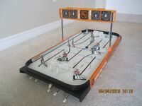 Vintage Coleco Table Hockey Game... Leafs againt the Habs!!!