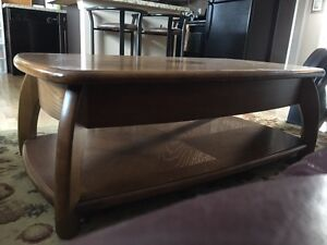 Solid oak  lift up coffee table and end tables