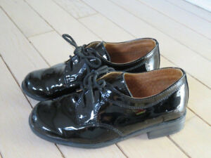 Elegant Boys dress shoes - all leather - size 9.5