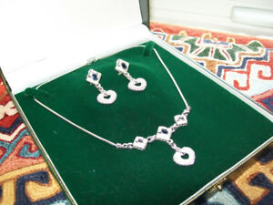18 KT. WHITE GOLD DIAMOND AND SAPPHIRE NECKLACE AND EARRING SET