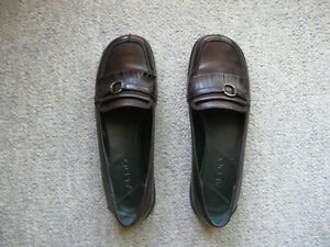 Brown leather slip-on shoes, size 8M