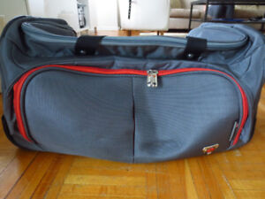 a0dd6535c60 ROOTS Rolling Duffle Bag  10   Other   City of Toronto   Kijiji
