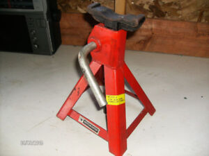 One 2-Ton Axle Stand