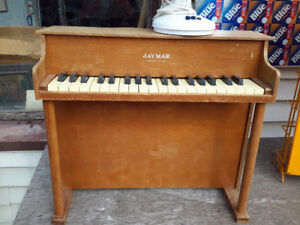 RARE CHILD PIANO BY JAY MAR USA VERY COLLECTIBLES ONLY 75.00