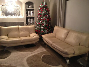 Mobler sofa and loveseat - leather Very good condition
