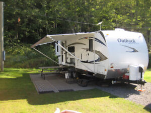 Roulotte hybride rigide OUTBACK 250RS