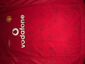 2001 Manchester United full team signed Jersey PSA Certified