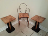 Petite chaise d'entree avec table, Entrance chair and tables