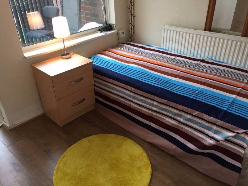 wonderful room in East London 07957091448