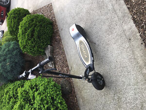E325 electric scooter