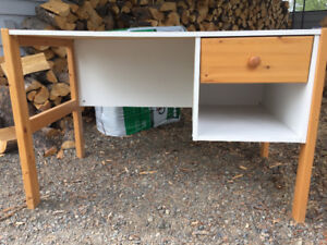 Free student desk and free reading chair