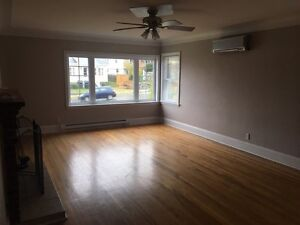Large 2 Bedroom Flat with Fireplace!
