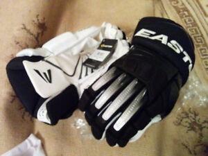 Easton Black-White Mako Senior Sr 15 IHG Hockey Gloves