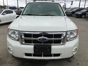 2010 FORD ESCAPE XLT * LEATHER * POWER GROUP * EXTRA CLEAN London Ontario image 9
