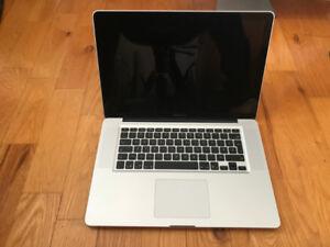 "MacBook Pro 15"" mi-2010 Core i5 à 2.4 GHz 6 Go ddr3 SSD 256 Go."
