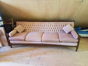 Beautiful Antique Couch - Magnifique Divan Antique
