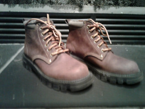 Roots Canada boots - youth sz 5