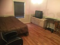 Weekly - Monthly Lg Master Room Rental  5 min - UBCO, Airport