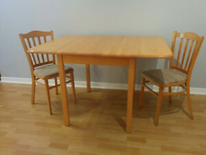 Dining table and chairs - Table avec chaises