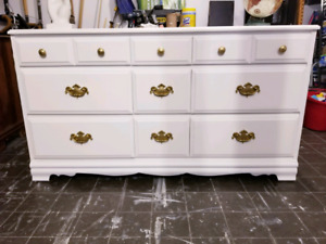 Commode en bois massif/ solid wood dresser