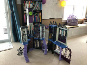 Monster High Deluxe High School - Mint Condition