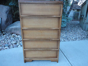 Antique Chest Of Drawers.... Very Solid & Sturdy