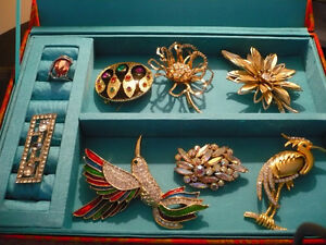 BEAUTIFUL VINTAGE BROOCHES