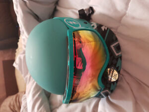 selling basically brand new sandbox helmet with electeic goggles
