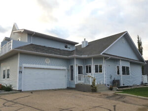 Immaculate 45+ Duplex in Crystal Heights, Sherwood Park!