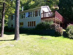 LAKEFRONT COTTAGE RENTAL Val-des-Monts 30mins from Ottawa $395 Gatineau Ottawa / Gatineau Area image 1