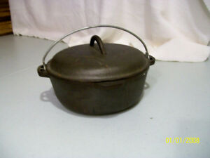 Cast Iron Pot with cover and bail