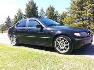 BMW 320i 2005 5500$ Négo