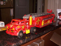 BEAUTIFUL 1950's MARX FIRE TRUCK