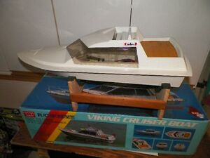 Vintage 1/20 scale RC Boat