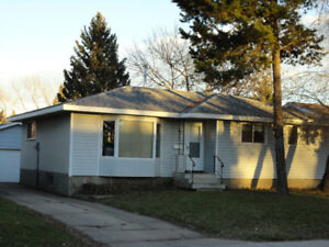 Maplewood Bungalow with double garage, for rent in Sherwood Park