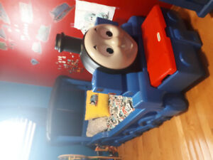Thomas train bed and features