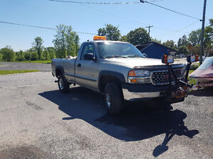 2002 GMC 4x4 2500HD Pickup Truck with Plow