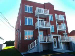 Appartement de style condo Brossard inclus stationnement int!!!