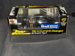 The Fast and The Furious 1970 Dodge Charger w/Dominic Figure