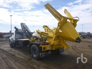 4aab209177a903 SELLING BY UNRESERVED AUCTION - 2000 GMC C7500 Tree Spade Truck