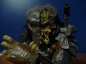 Predator Defeated Limited  Bust West Island Greater Montréal image 5