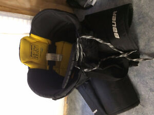Hockey pants/shin pads Belleville Belleville Area image 4