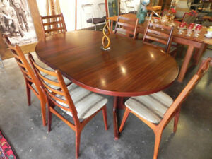 ROSEWOOD DINING ROOM TABLE AND SIX CHAIRS SIGNED