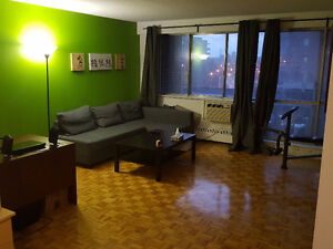 -*-*-*-LEASE TRANSFER Large 3 1/2 with Appliances in Cote-St-Luc
