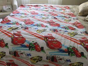 couvre-lit bébé  plus draps