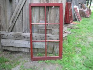 plusieurs fenêtres antique en bonne condition