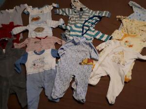 Lot de linge de bébé garçon de 3-6 mois.