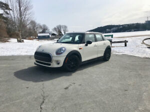 2017 MINI Cooper (Lease Take Over 14 months remaining)