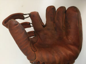 Vintage D&R Baseball Glove